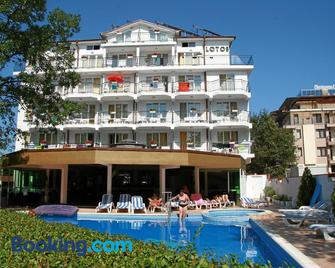 Hotel Lotos - Kiten - Building
