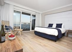 Ocean Front At The Entrance - The Entrance - Bedroom