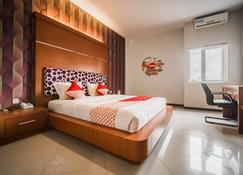 Oyo 238 Hotel Grand Darussalam Syariah - Medan - Habitación