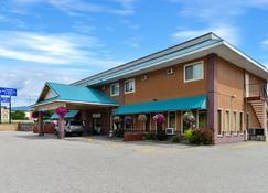 Canadas Best Value Inn & Suites Castlegar - Castlegar - Building