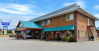 Canadas Best Value Inn & Suites-Castlegar - Castlegar - Edificio