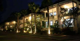 Wyndham Sea Pearl Resort Phuket - Patong - Building