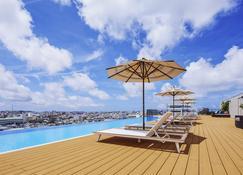 โรงแรม โนโวเทล โอกินาวา นาฮะ - นาฮะ - สระว่ายน้ำ