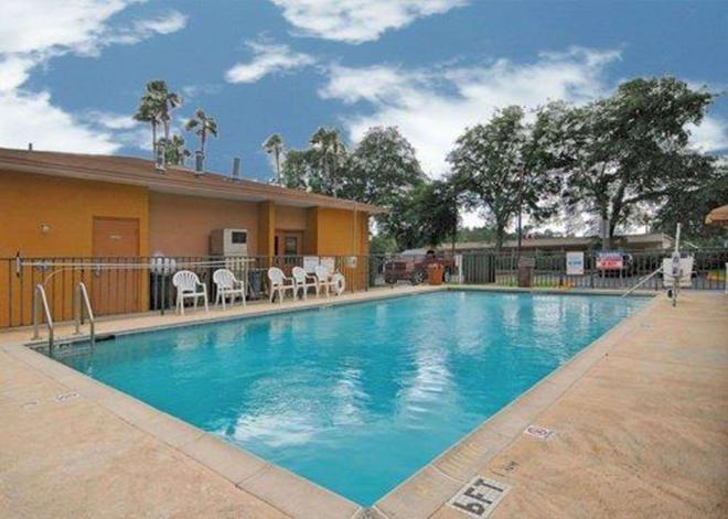 Quality Inn near Blue Spring - Orange City - Pool