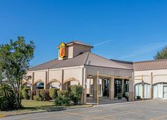 Super 8 by Wyndham Ft Stockton - Fort Stockton - Building
