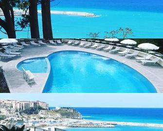 Borgo degli Dei - Affittacamere Poseidone - Parghelia - Pool