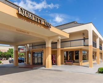 Quality Inn at Arlington Highlands - Arlington - Edificio