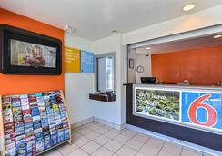 Motel 6 Oakland Airport - Ώκλαντ - Σαλόνι ξενοδοχείου