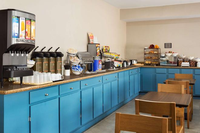 Country Inn & Suites by Radisson Jackson - Airport - Pearl - Μπουφές