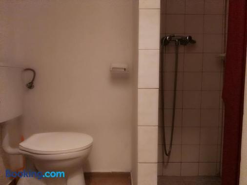 Carmen Pension - Budapest - Bathroom