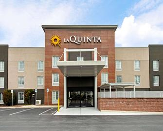 La Quinta Inn & Suites by Wyndham New Cumberland-Harrisburg - New Cumberland - Building