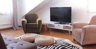 Quiet and Sunny central Lisbon apartment - Lissabon - Huiskamer