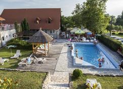 Wellness Park Pension - Gyenesdiás - Zwembad