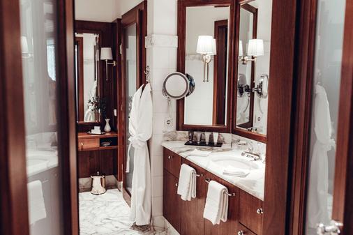 Schloss Mönchstein Hotel - Salzburg - Bathroom
