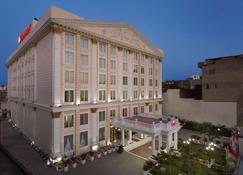 Ramada by Wyndham Amritsar - Amritsar - Edificio