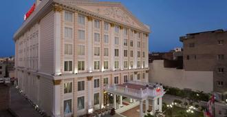 Ramada by Wyndham Amritsar - Amritsar - Building