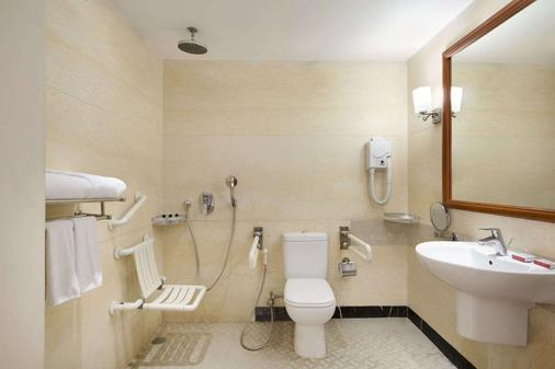 Ramada by Wyndham Amritsar - Amritsar - Bathroom