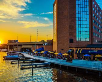 Best Western Premier Waterfront Hotel & Convention Center - Oshkosh - Buiten zicht