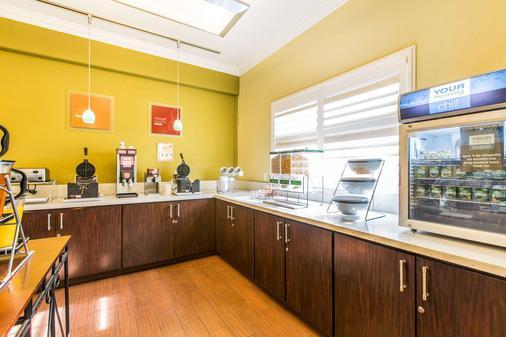 Comfort Suites Fresno River Park - Fresno - Buffet