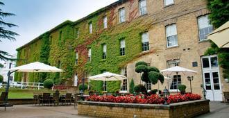 De Vere Beaumont Estate - Windsor - Building