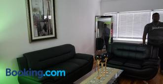 Comfortable holiday homestay - Bronx - Wohnzimmer
