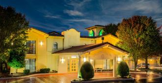 La Quinta Inn by Wyndham Nashville South - נאשוויל - בניין