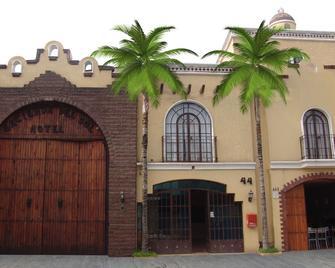 Hotel Hacienda del Sol - Tlaquepaque - Building