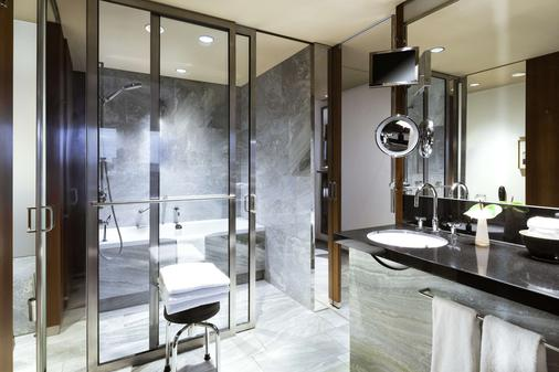 Grand Hyatt Berlin - Berlin - Bathroom