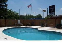 Knights Inn Rossford Toledo South - Rossford - Pool