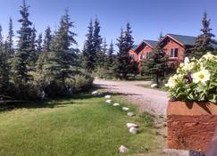 Alaskan Spruce Cabins - Healy - Outdoor view