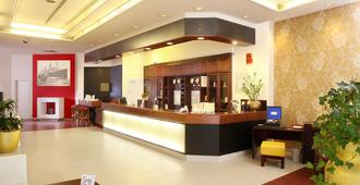 Quality Hotel, Star Inn Premium Bremen - Bremen - Front desk