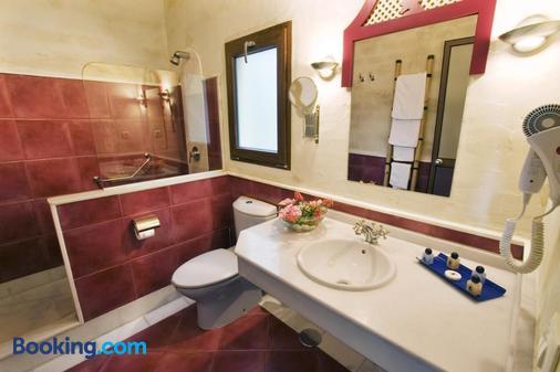 Beach Hotel Dos Mares - Tarifa - Bathroom