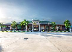 Np Hotel - Buriram - Gebouw