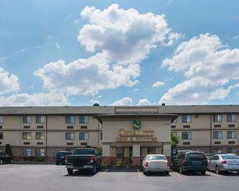 Quality Inn & Suites Detroit Metro Airport - Romulus - Building