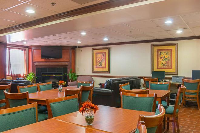 Quality Inn & Suites Detroit Metro Airport - Romulus - Restaurant