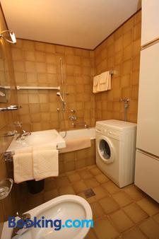 Apartments Residence Alta Badia - Colfosco - Bathroom