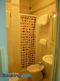 Hotel San Carlo - Venice - Bathroom
