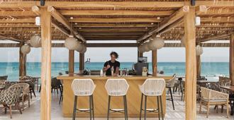 米特西斯瑞妮拉海灘溫泉渡假村 - 式 - 古韋斯 - 古瓦伊 - 酒吧