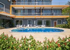 OYO 665 Sj House Hotel - Krabi - Pileta