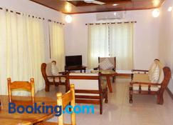 88 Days Self Catering Holidays & Accomodation - Baie Lazare - Living room