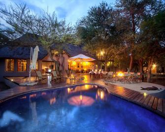 Mvuradona Safari Lodge - Marloth Park - Innenhof