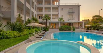 Hotel Nazionale - Desenzano del Garda - Svømmebasseng