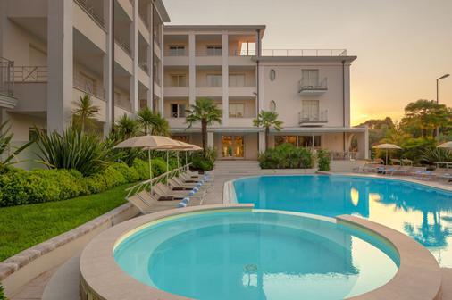 Hotel Nazionale - Desenzano del Garda - Πισίνα