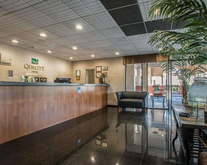 Quality Inn Temecula Valley Wine Country - Temecula - Front desk