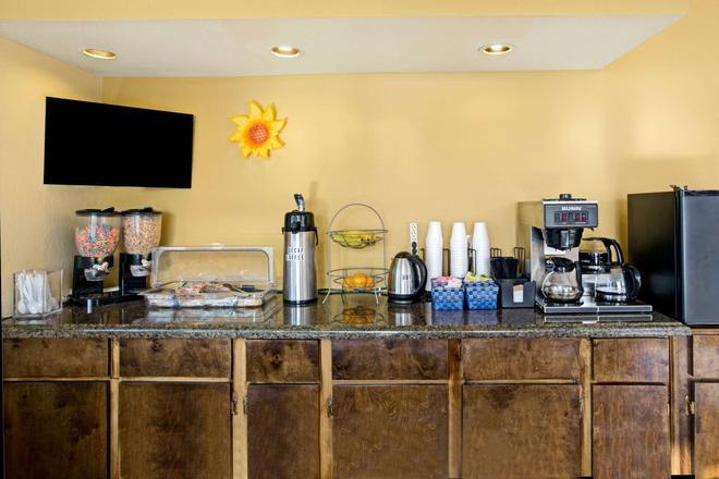 Knights Inn Galveston - Galveston - Buffet