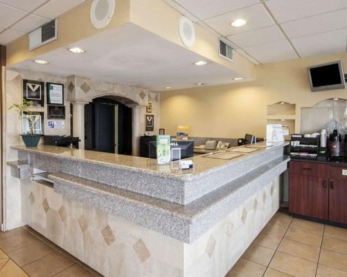 Quality Inn & Suites Airport - El Paso - Buffet