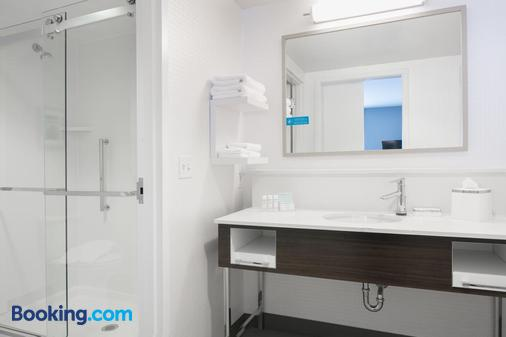 Hampton Inn by Hilton Wichita Northwest - Wichita - Bathroom