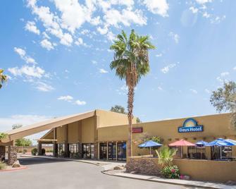 Days Hotel by Wyndham Peoria Glendale Area - Peoria - Gebäude