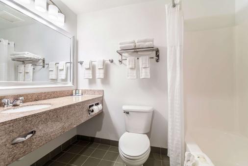 Quality Inn And Suites Augusta I-20 - Augusta - Bathroom