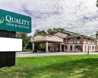 Quality Inn and Suites Quakertown-Allentown - Quakertown - Building
